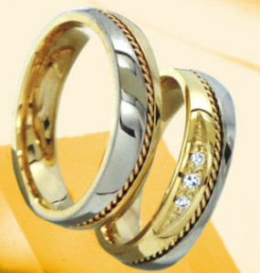 obrączka z żótego złota z brylantami w oprawie ornamentowej prostej z filigranem